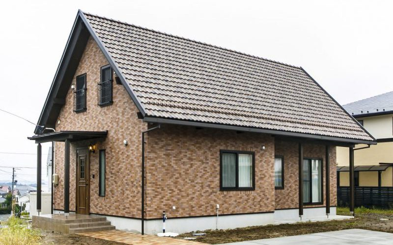 凛と佇む洗練されたデザインの「美しい小さな家」は、コンパクトながら自分サイズの心地良さと上質さを備えた住まいの写真1