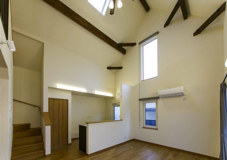 凛と佇む洗練されたデザインの「美しい小さな家」は、コンパクトながら自分サイズの心地良さと上質さを備えた住まいの写真2
