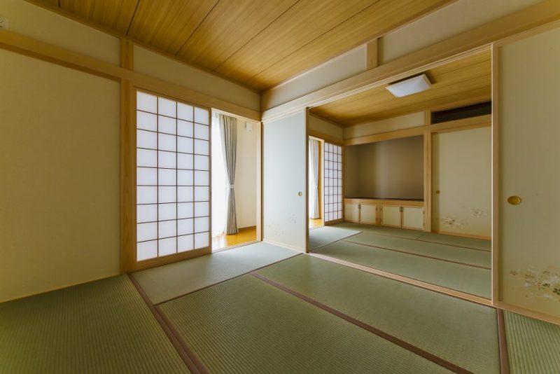 和風テイストで収納豊富な間取りの落着いた雰囲気の二世帯住宅の写真1