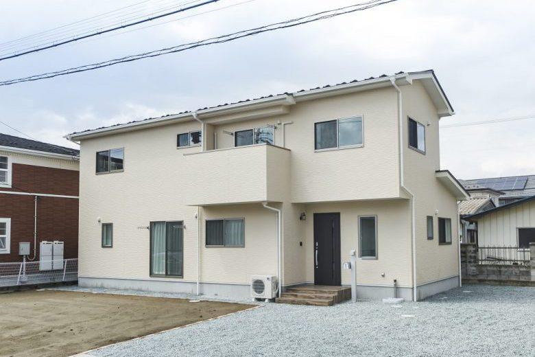収納豊富な間取りで落着いた雰囲気の色調の洋風住宅の写真2
